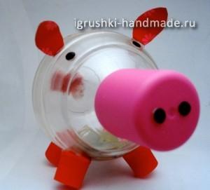 Как сделать игрушки своими руками из пластиковых
