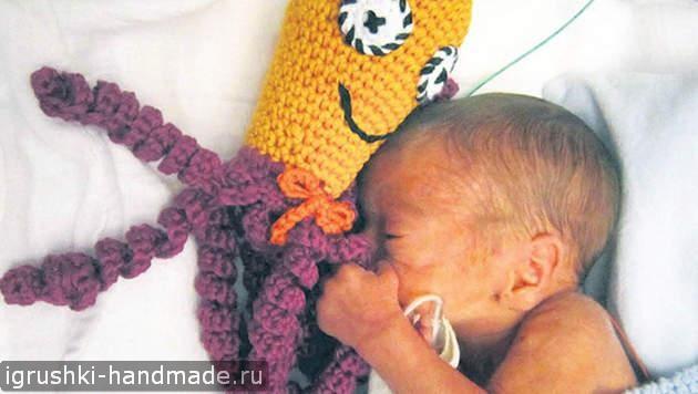 Осьминог для детей (или как игрушки могут помочь недоношенным малышам)